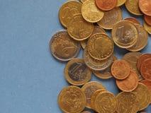 Monedas euro, unión europea sobre azul con el espacio de la copia Fotos de archivo