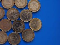 Monedas euro, unión europea sobre azul con el espacio de la copia Fotografía de archivo libre de regalías