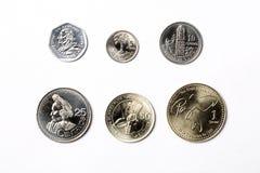 Monedas guatemaltecas en un fondo blanco fotos de archivo