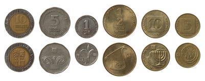 Monedas israelíes aisladas en blanco Fotos de archivo
