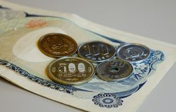 Monedas japonesas y billetes foto de archivo libre de regalías