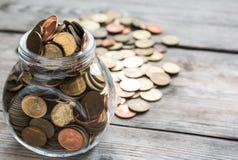 Monedas llenas en botella Fotografía de archivo