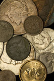Monedas nuevas y de la vendimia americanas imagen de archivo libre de regalías