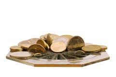 Monedas perdidas abajo del dren Imagen de archivo