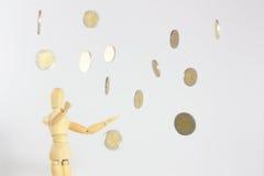 Monedas que caen del cielo Imágenes de archivo libres de regalías