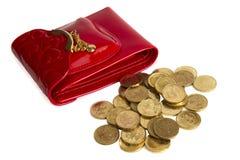 Monedas rojas del monedero y de oro aisladas en blanco Fotos de archivo
