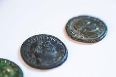 Monedas romanas Monedas viejas raro histórico Fotos de archivo libres de regalías