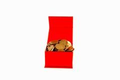 Monedas rusas en una caja roja aislante Imagen de archivo