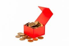 Monedas rusas en una caja roja aislante Fotografía de archivo libre de regalías