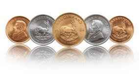 Monedas surafricanas del lingote de la plata y de oro de la onza de Krugerrand imagenes de archivo