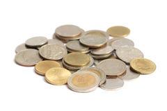 Monedas tailandesas aisladas en el fondo blanco imágenes de archivo libres de regalías