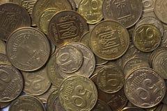 Monedas ucranianas, muchas dinero - hryvnia y un penique, fondo imágenes de archivo libres de regalías