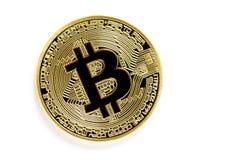Monedas virtuales del bitcoin de oro aisladas en el fondo blanco fotos de archivo libres de regalías