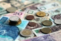 Monedas y billetes de banco