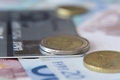 Monedas y billetes de banco Foto de archivo