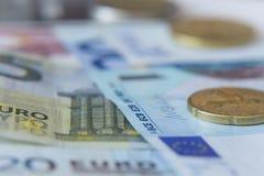 Monedas y billetes de banco Fotografía de archivo