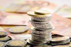 Monedas y billetes de banco foto de archivo libre de regalías