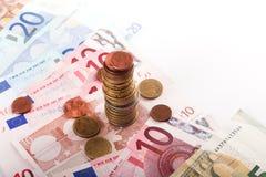 Monedas y billetes de banco de Euros Money Imágenes de archivo libres de regalías