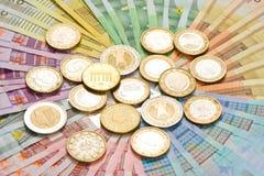 Monedas y billetes de banco euro Imágenes de archivo libres de regalías