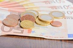 Monedas y billetes de banco euro del dinero Imágenes de archivo libres de regalías