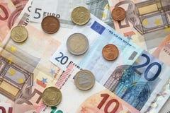 Monedas y billetes de banco euro del dinero Imagen de archivo libre de regalías