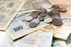 Monedas y billetes de banco expirados viejos Monedas de URSS y monedas de plata Imágenes de archivo libres de regalías