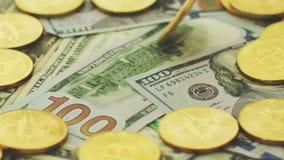Monedas y billetes de dólar de oro metrajes