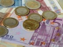 Monedas y billetes euro Imagen de archivo libre de regalías