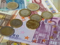 Monedas y billetes euro Imágenes de archivo libres de regalías