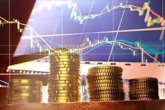 Monedas y centavos euro en fondo negro Foto de archivo libre de regalías