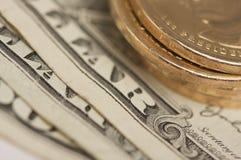 Monedas y cuentas abstractas del dólar de los E.E.U.U. Foto de archivo libre de regalías