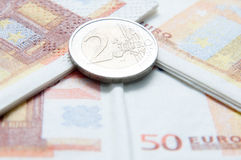 Monedas y cuentas euro Imágenes de archivo libres de regalías