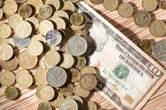 Monedas y dólares Foto de archivo libre de regalías
