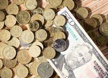 Monedas y dólares Imagenes de archivo