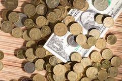 Monedas y dólares Fotos de archivo