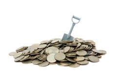 Monedas y pala Imágenes de archivo libres de regalías