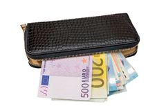 Monedero de la mujer con el dinero euro, aislado en blanco Imagenes de archivo