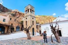 Monemvasia kościół w Peloponnese i domy, Grecja obraz stock