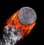 Moneta bruciante con una traccia di fuoco e di fumo Fotografia Stock Libera da Diritti