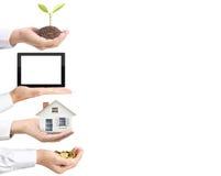 Moneta, casa, compressa, alberi, a soldi in mano Immagini Stock Libere da Diritti