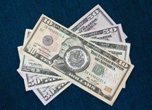 Moneta cinese sopra i dollari Immagine Stock Libera da Diritti