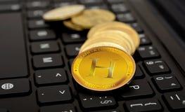 Moneta cripto di valuta di Hashgraph sulla tastiera Fotografie Stock Libere da Diritti