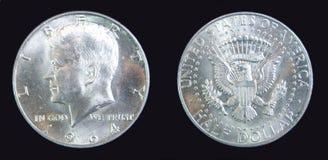 Moneta d'argento 1964 di libertà del Kennedy del dollaro mezzo degli S.U.A. Immagini Stock
