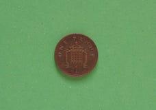 1 moneta del penny, Regno Unito sopra verde Immagine Stock