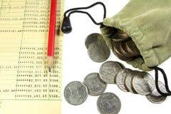 Moneta della Tailandia nella borsa e nel conto bancario del panno Fotografia Stock