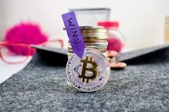 Moneta di cryptocurrency dell'argento del bitcoin di vittoria Immagine Stock