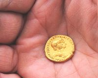 Moneta di oro romana antica di Nero Fotografie Stock Libere da Diritti