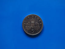 Moneta di penny cinque, Regno Unito Immagine Stock