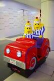 Moneta działających dzieciaków przejażdżki w zakupy centrum handlowym Zdjęcia Royalty Free