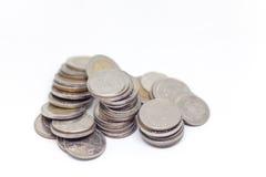 Moneta, Tajlandzka waluta w tle i odizolowywająca Obrazy Stock